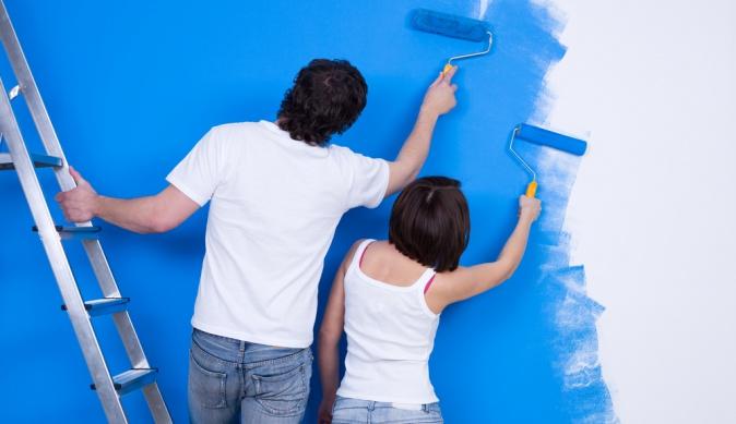 Как красиво покрасить стены и потолок