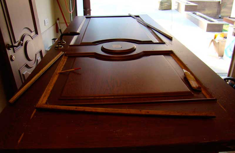 Ремонт дверей из массива